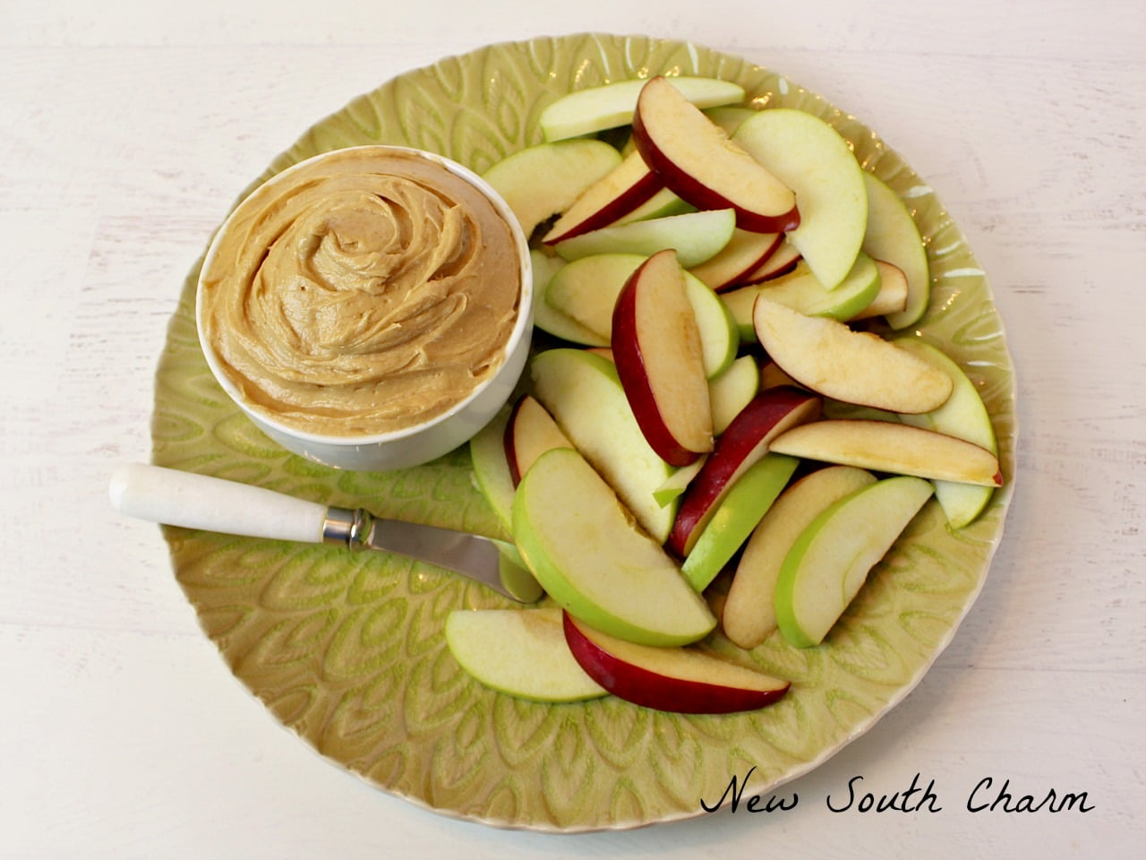 Creamy Peanut Butter Fruit Dip is an easy snack the whole family love. Made with 5 ingredients in less than 10 minutes.