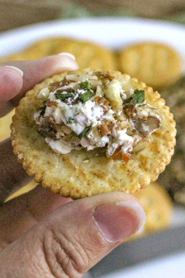 Easy Cheeseball Appetizer